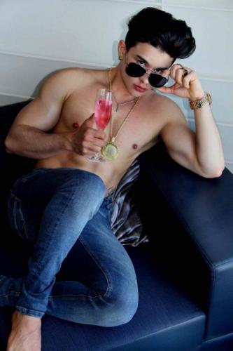 Salut, je suis bruno salles brésilien, 25 ans, 175 m, 75 kg, 21 cm très épais et juteux. v - Escort Paris