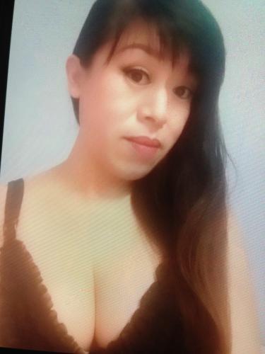 Linachine sexy asiat soumise à ton bon plaisir