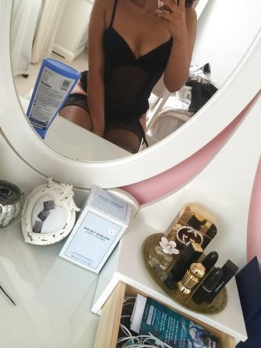 Melissa me déplace chez vous a votre hotel ou bureaux 0613219575 - Escort Paris