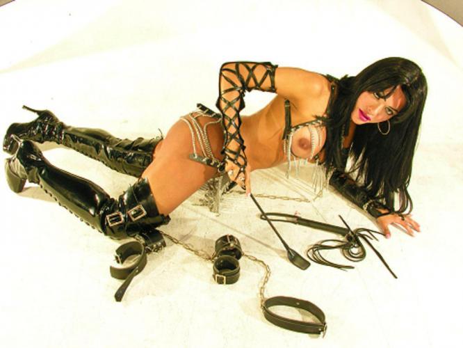 Superbe trans latine xl dominatrix de amour rare beoute a paris !!!