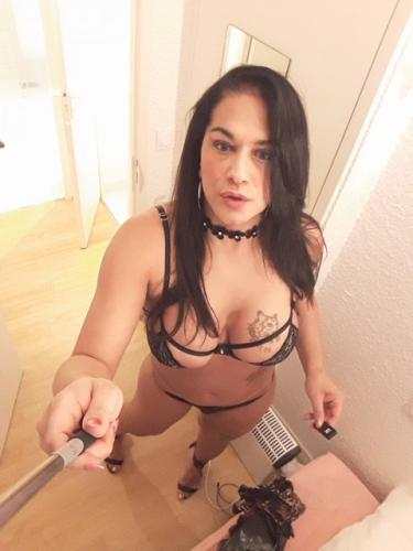 Melodie vicieuse trans de passage sur paris 16 eme recoit se deplace sur paris - Escort Paris