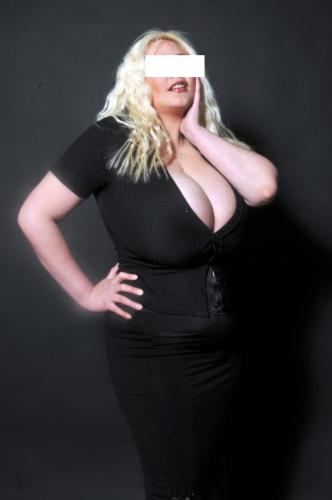The queen of giants boobs adena 54 inches ; the biggest natural tits in france 0613144614 - Escort Paris