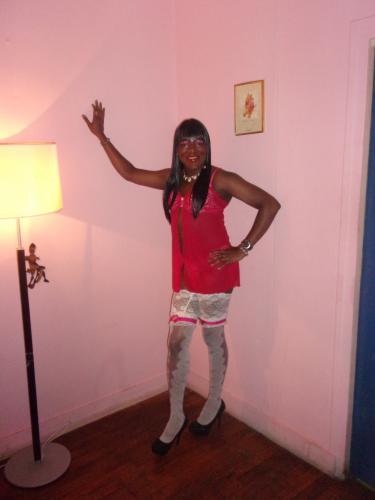 >Escorte  transvesti tres feminine  pour bon massage et detentre - Escort Lyon