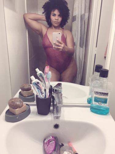 Adriana femme  cubaine ,gare de beconles bruyeres