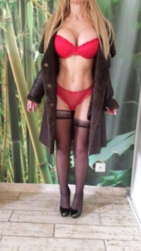 >Jolie blonde bcbg trés coquine - Escort Marseille