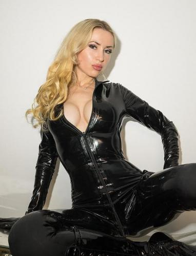 Premier fois sur menton sexy dominatrice cindy maîtresse complète très équipée photos réel - Escort Menton