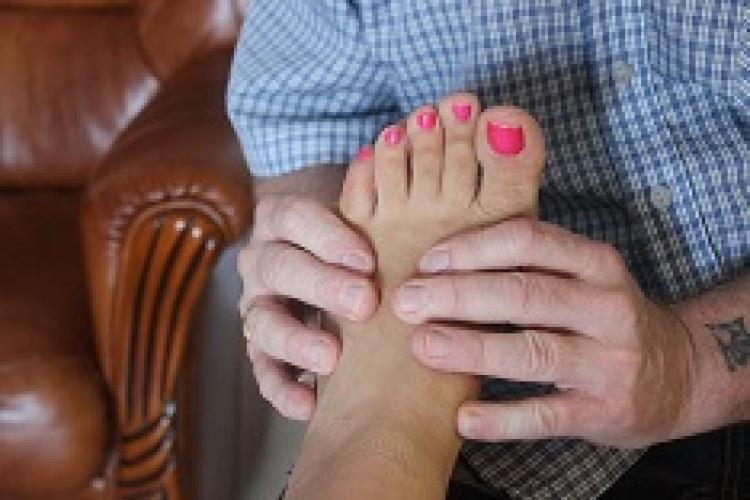 Masseur masse gratuitement pieds de j-femme - Escort Mulhouse