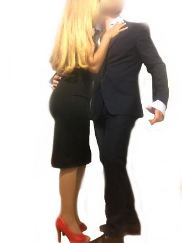 Steve et natasha  beau couple pour homme bisexuel seul recevons paris 5ème 06 66 33 00 55 - Escort Paris