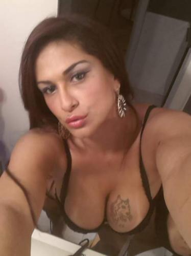 >Melodie vicieuse trans de passage sur paris recoit se deplace - Escort Paris