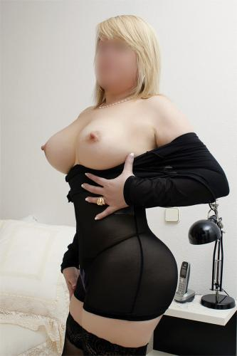 Belle blonde douce et caline - Escort Paris