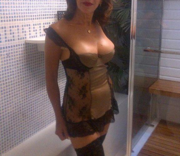 >Carla  institut massage érotique naturiste tantrique brune raffinee - Escort Nice