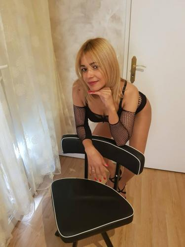 Dayanne belle blonde mince 1er fois a bordeuax 100%reel.centre ville. - Escort Bordeaux