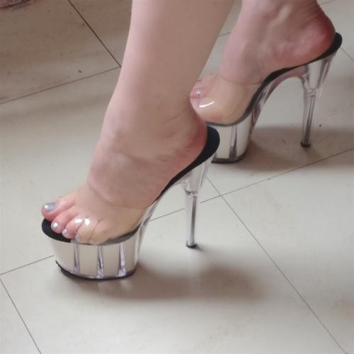 Viens lecher mes pieds - Escort Paris