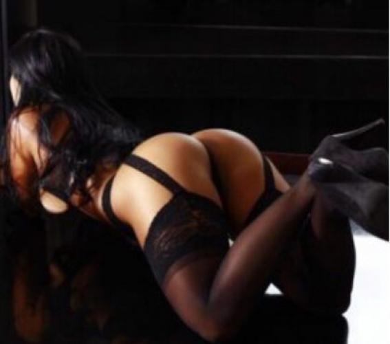 Belle femme pour massage domination et fetichisme - Escort Grenoble