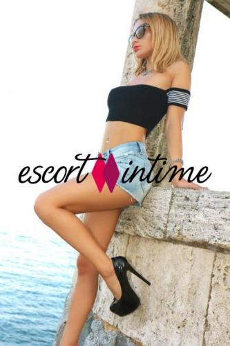 Alis, petite blonde trés vicieuse disponible à madrid - Escort Paris