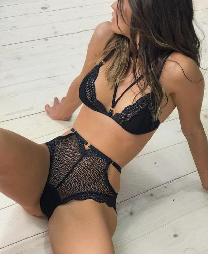 >Paula jeune felle très sexy - Escort Paris