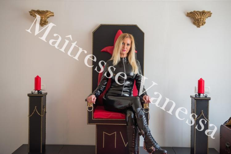 Maitresse vanessa dominatrice - Escort Lyon