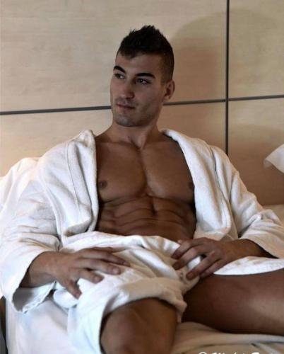 Latino muscle 23cm  first time in paris m°republique - Escort Paris