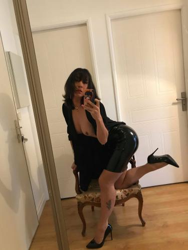 Laura trans brune la douceur sans tabou a suresnes - Escort Puteaux