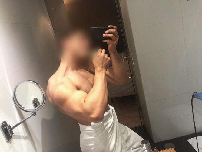 Sexy boy... épais et dur (20x7cm) si vous cherchez de détente - Escort Nice