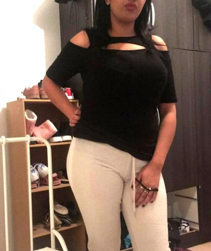 Brune gros seins , grosses fesses , moyenne , beau pieds. - Escort Montpellier