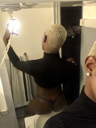 >Escorte black passif : propose ses massages nu à l'huile avec finition - Escort Paris