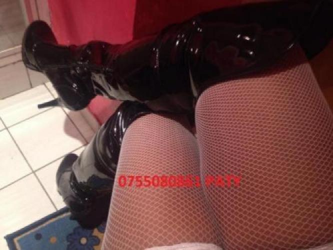 Belle femme metisse fontaine avec un tres jolie gros clitoris - Escort Paris