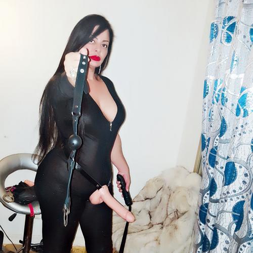 Princesseangelica dominatrice fétichisme de pieds pas de limites soft et hard - Escort Paris