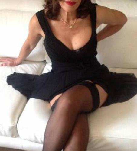 Carla massage erotique naturiste tantrique brune sexy rafinnee - Escort Nice