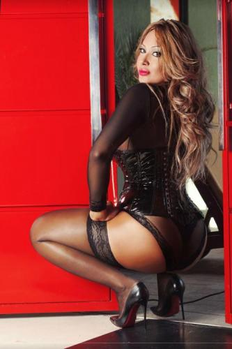 >Laura transexuelle sur paris - Escort Paris