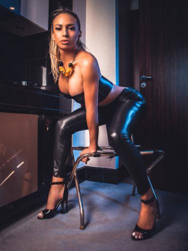 Délicieuse poupée de luxe photos 200% reel - Escort Calvi