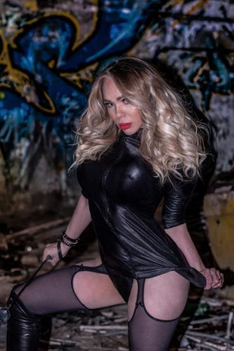 >Belle blonde transexuel victoria ruinart1.000 étoiles22cm réel - Escort Paris