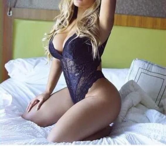 La belle blonde - Escort Blain