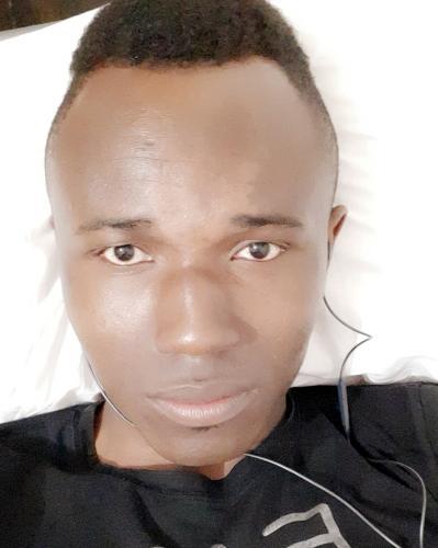 Je suis homme black  je cherche un femmes - Escort Fontainebleau