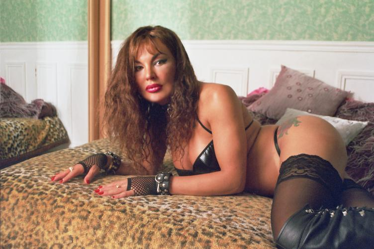 **sublime venusia top classe trans douce caline feline ou domina 06 95 44 72 64 *paris 5em - Escort Paris